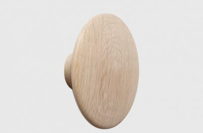 muuto-the-dots-coat-hook-in-natural-oak-large-01-55f646eb681d1-2